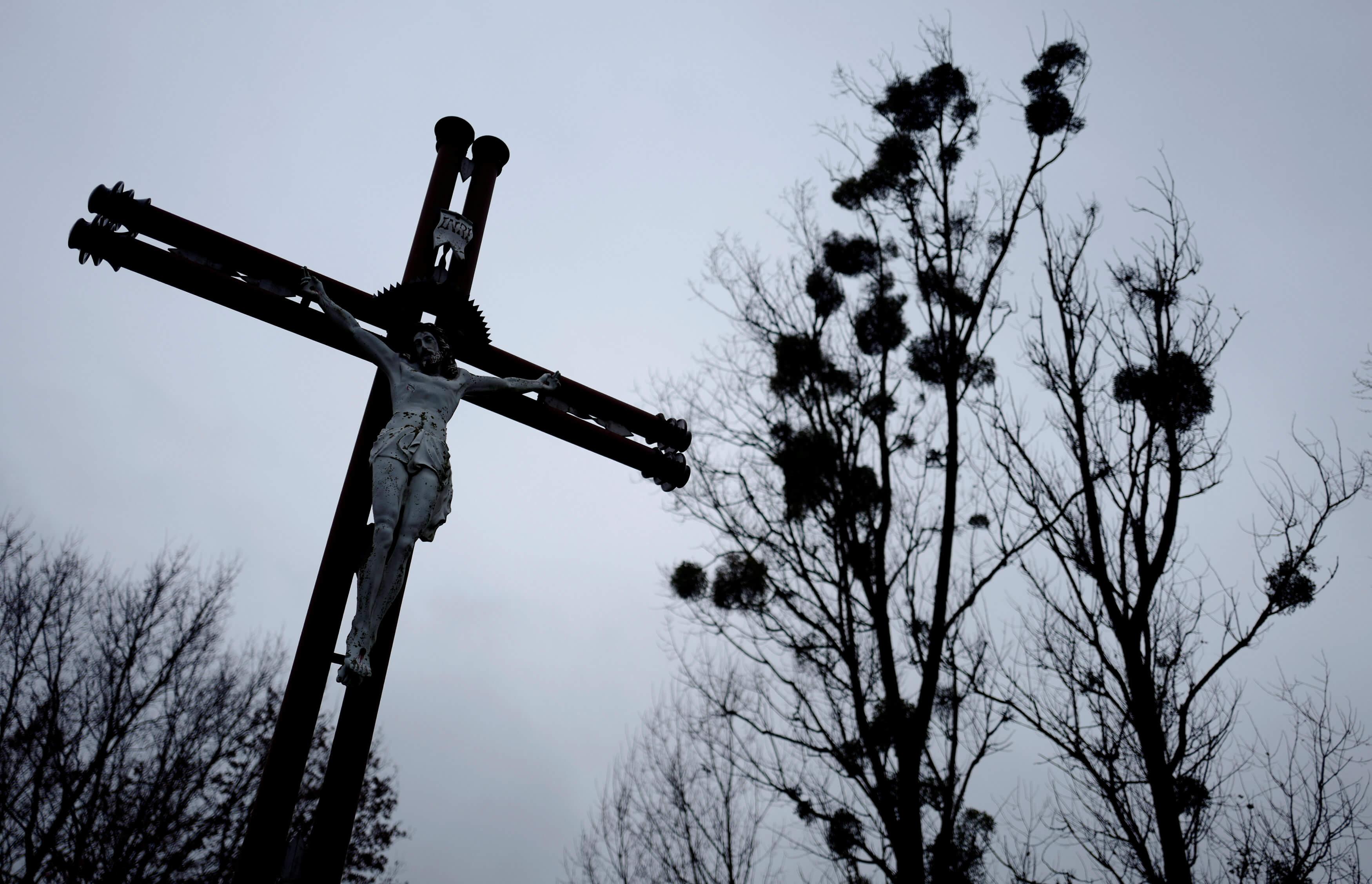 Πολωνία: Το σεξουαλική σκάνδαλο με ιερείς ρίχνει στα τάρταρα τα ποσοστά της κυβέρνησης
