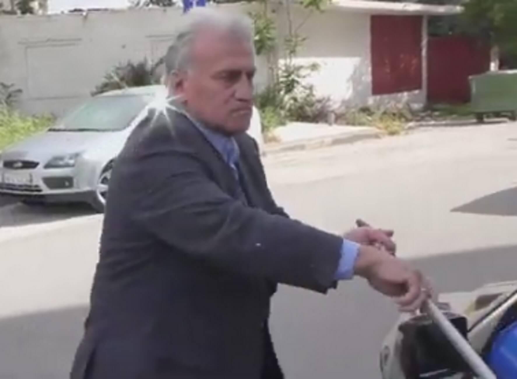 Εκλογές 2019: Ο Παναγιώτης Ψωμιάδης τιμωρεί ασυνείδητο οδηγό που ρίχνει σκουπίδια – Επικό προεκλογικό σποτάκι – video