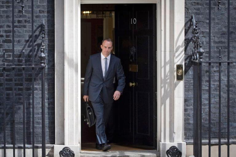 Βρετανία: Ο Ντόμινικ Ράαμπ θα διεκδικήσει την ηγεσία των Συντηρητικών