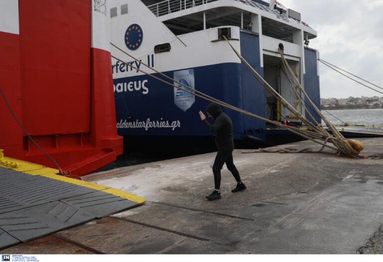 Απαγορευτικό απόπλου: Προβλήματα στα λιμάνια από τους θυελλώδεις ανέμους