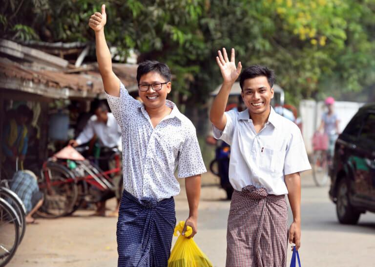 Μιανμάρ: Ελεύθεροι οι δύο ρεπόρτερ του Reuters μετά από 500 ημέρες φυλάκισης