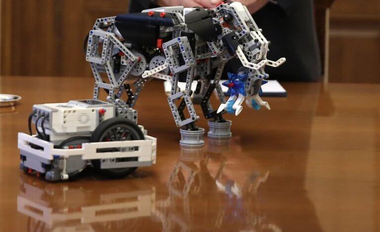 Δεν… σκιάζονται τα ρομπότ οι Ρώσοι!