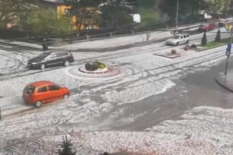 Ρουμανία: Σφοδρή κακοκαιρία χτυπά τη χώρα – Χιόνια και χαλάζι σε πολλές περιοχές