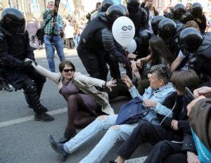 Δεκάδες συλλήψεις σε διαδήλωση εναντίον του Πούτιν!