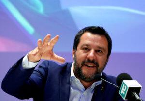 Ευρωεκλογές 2019: Σαλβίνι και Λέγκα βλέπουν για πρώτη φορά να υποχωρεί η δημοτικότητά τους
