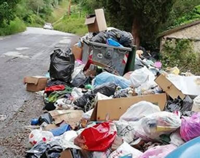 Κέρκυρα: Πνίγονται στα σκουπίδια – Εικόνες ντροπής λίγο πριν το φετινό καλοκαίρι [pics]