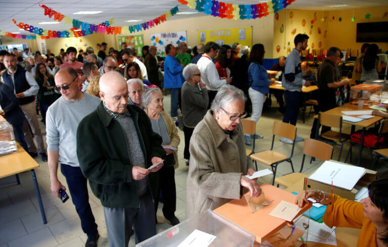 Ισπανία – Δημοτικές εκλογές: Ψηφοδέλτιο γυναικών έστειλε σπίτι του τον επί 16 χρόνια δήμαρχο [pic]