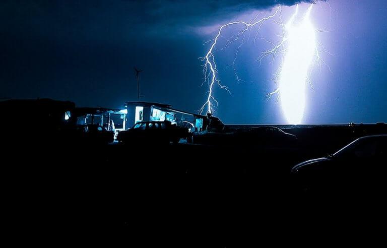 Καιρός: Έκτακτο δελτίο της ΕΜΥ! Καταιγίδες και χαλάζι απόψε!