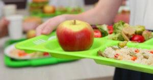 Υπουργείο Εργασίας: Εγκρίθηκε κονδύλι για σχολικά γεύματα