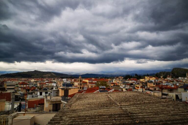 """Καιρός αύριο: """"Αναποφάσιστος""""! Ήλιος αλλά και βροχές παραμονή των εκλογών!"""
