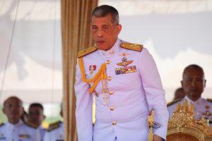 Ταϊλάνδη: Ο βασιλιάς παντρεύτηκε την πρώην αεροσυνοδό, νυν στρατηγό Σουτίντα!