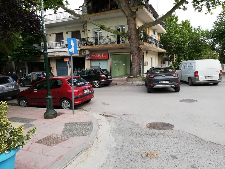Θεσσαλονίκη: Διέλυσαν το κοσμηματοπωλείο αλλά παράτησαν το χρηματοκιβώτιο στη μέση του δρόμου (pics, video)