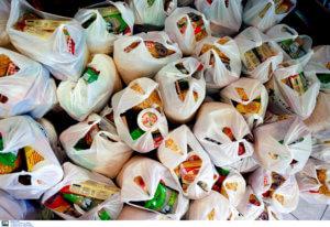 Μείωση ΦΠΑ: Αυτά είναι τα τρόφιμα και οι υπηρεσίες που θα φτηνύνουν