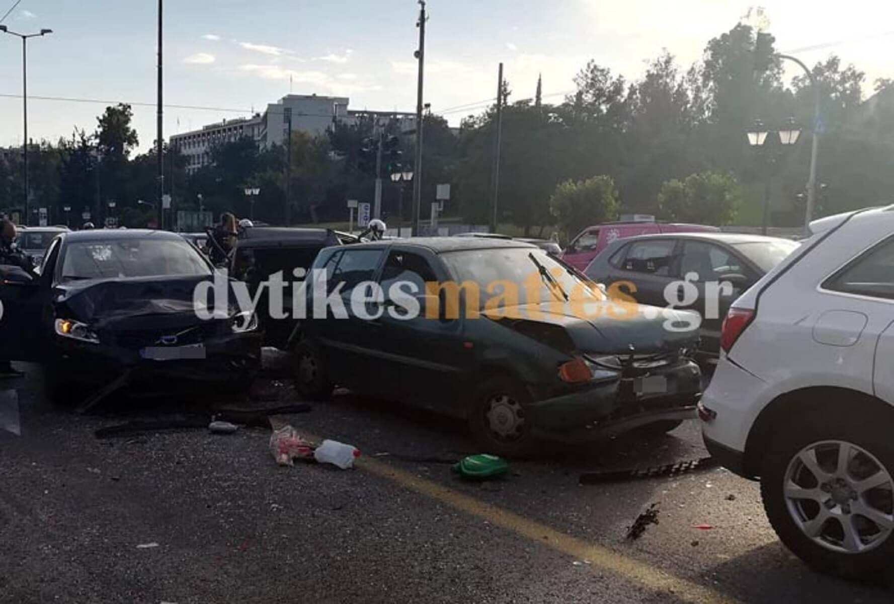 Καραμπόλα με τραυματίες στη Βασιλίσσης Σοφίας! Άμορφη μάζα τα τέσσερα οχήματα, αυξημένη η κίνηση στο κέντρο!