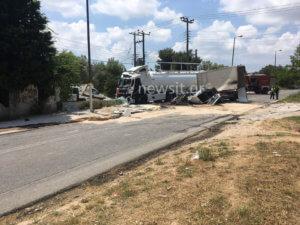 Τροχαίο με βυτιοφόρο στην Κορωπίου – Μαρκοπούλου: Δυο νεκροί, συναγερμός για διαρροή καυσίμων
