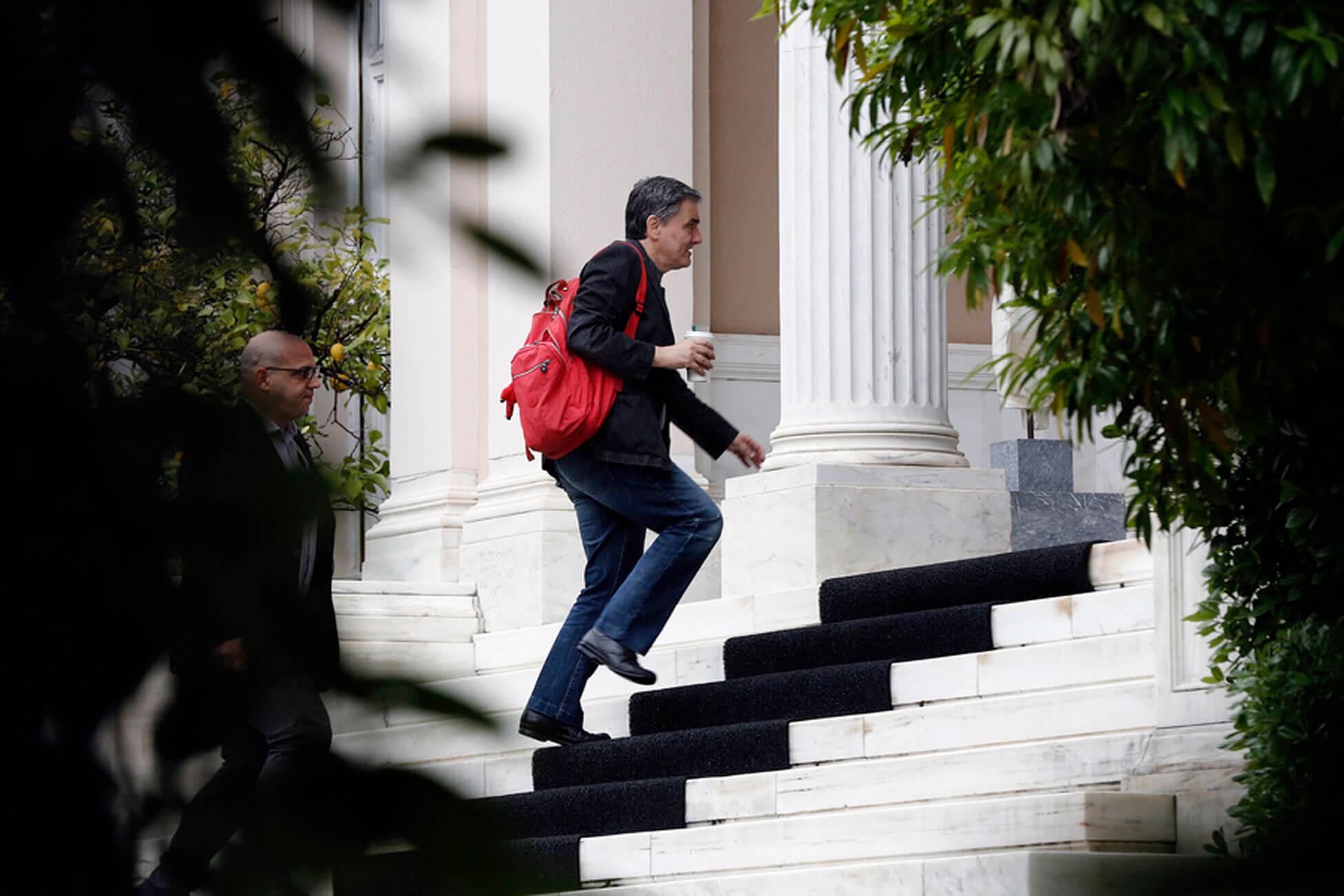 «Κλειστά χαρτιά» για τα μέτρα ελάφρυνσης – Ανακοινώσεις ακόμη κι εντός της ημέρας – Τα ξαναλένε Τσίπρας - Τσακαλώτος