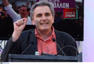 Τσακαλώτος: Οι δημοσκοπήσεις είναι σαν τα λουκάνικα