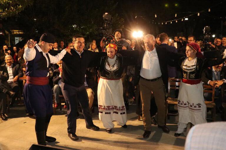 Κρήτη: Το' ριξε… στους χορούς ο Τσίπρας στο Χουδέτσι – «Από κοντά» Σπίρτζης και Πολάκης [pics]