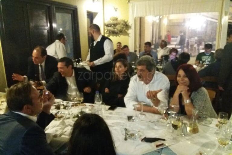 Τσίπρας – Μπαζιάνα: Χαλαρό δείπνο στο Ενετικό Λιμάνι με… το μισό υπουργικό [pics]