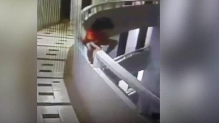 Βίντεο – σοκ: Πεντάχρονο κορίτσι πέφτει από 11ο όροφο ξενοδοχείου ενώ υπνοβατεί
