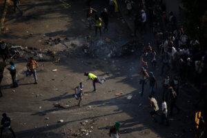 Βενεζουέλα: Πέντε νεκροί και 233 συλλήψεις στα επεισόδια για την απόπειρα πραξικοπήματος