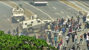 Βενεζουέλα: Όχημα της Εθνικής Φρουράς πέφτει πάνω στο πλήθος