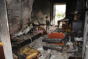 Βέροια: Πατέρας και παιδιά βγήκαν στο μπαλκόνι για να γλιτώσουν από τη φωτιά στο σπίτι τους [pics]