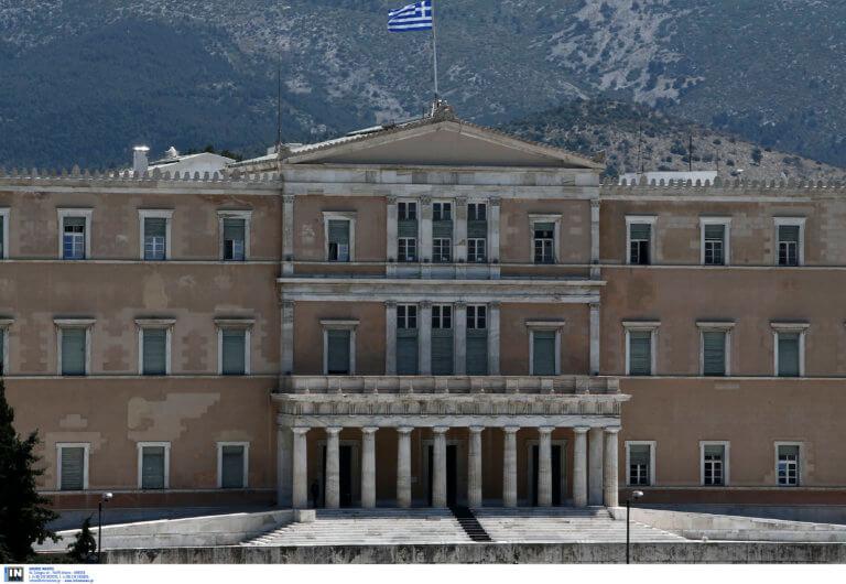 Γραφείο Προϋπολογισμού του Κράτους στη Βουλή: «Εντός στόχων» αλλά… ξεζουμίστηκε το υπερπλεόνασμα!