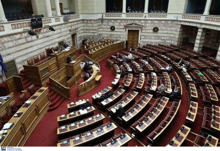 Νέα σύμβαση επταήμερης εργασίας που υπέγραψε ο ΣΥΡΙΖΑ παρουσίασε η ΝΔ