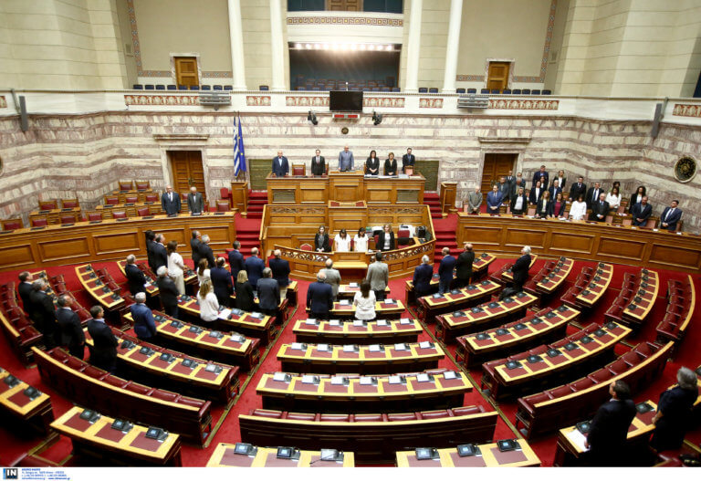 Βουλή: «Πυρ κατά ριπάς» – Δεν σταματούν να κατατίθενται οι τροπολογίες