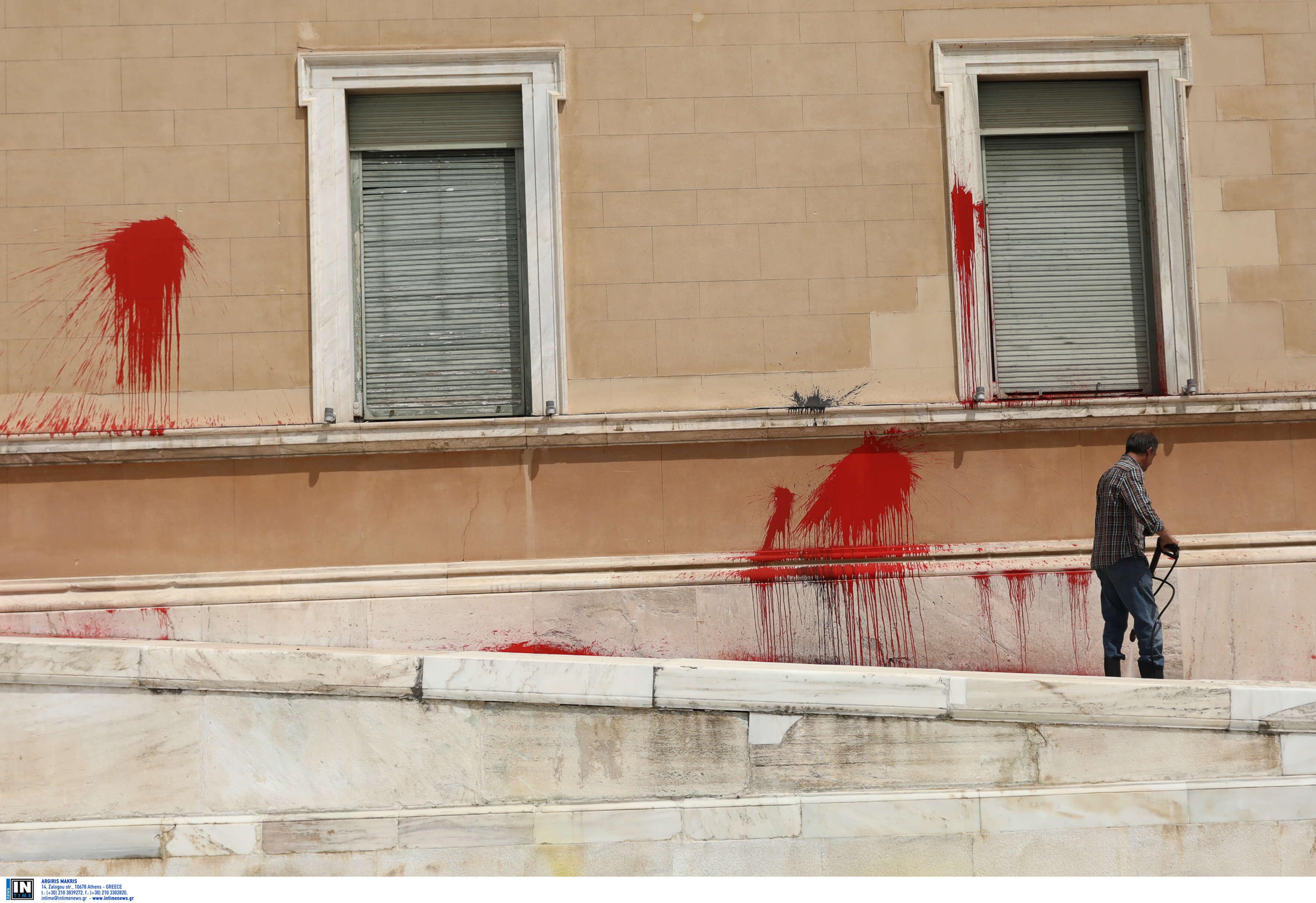 Βουλή – Επίθεση Ρουβίκωνα: Έχει χαθεί ο έλεγχος στη δημόσια τάξη λέει η Ένωση Κεντρώων