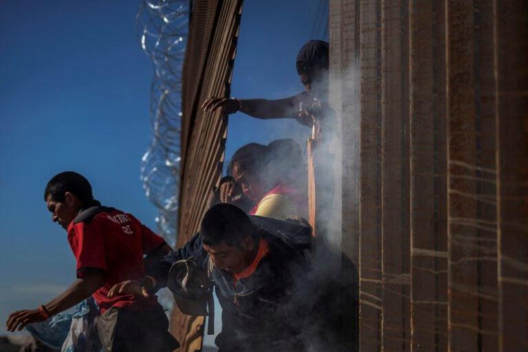 """ΗΠΑ: Ο """"κούκος αηδόνι"""" το κόστος του τείχους που θέλει ο Τραμπ με το Μεξικό"""