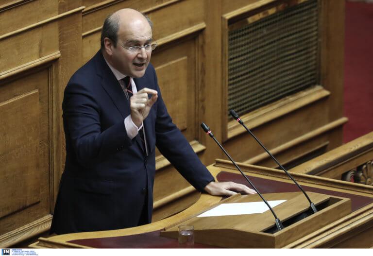 Χατζηδάκης: Η κυβέρνηση ακυρώνει τρία από δεκάδες μέτρα που έφερε