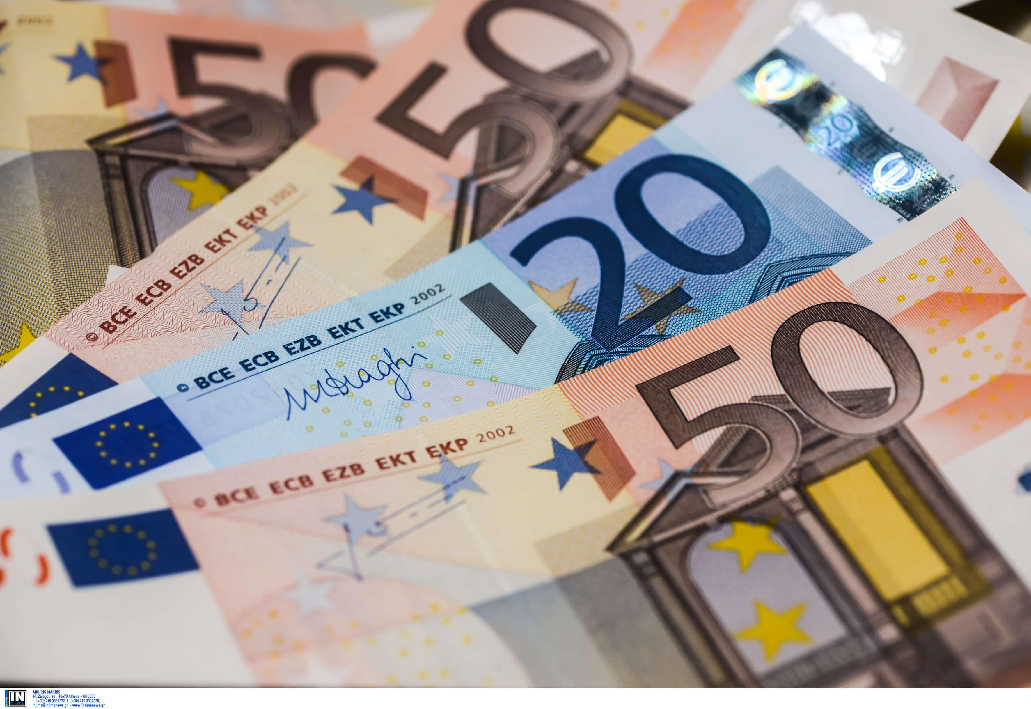 Επιστροφή φόρου: Άρχισε να καταβάλλεται στους λογαριασμούς - Ποιους αφορά και πόσα παίρνει ο καθένας