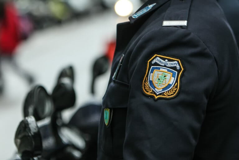 Επίθεση από σφήκες δέχθηκε αστυνομικός στην Κρήτη