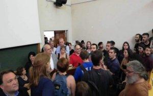 Θεσσαλονίκη: Φοιτητές έκαναν ντου σε εκδήλωση του ΑΠΘ για τους αντιπρυτάνεις!