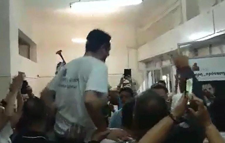 Εκλογές 2019 – Καματερό: Όπως ο Κλοπ! Σήκωσαν στα… χέρια το νέο δήμαρχο – video