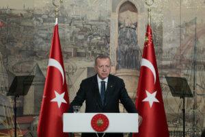 Το AKP χαρακτηρίζει «'Ελληνα – Πόντιο» τον Ιμάμογλου, αλλά ο Ερντογάν κατηγορεί τον ελληνικό Τύπο