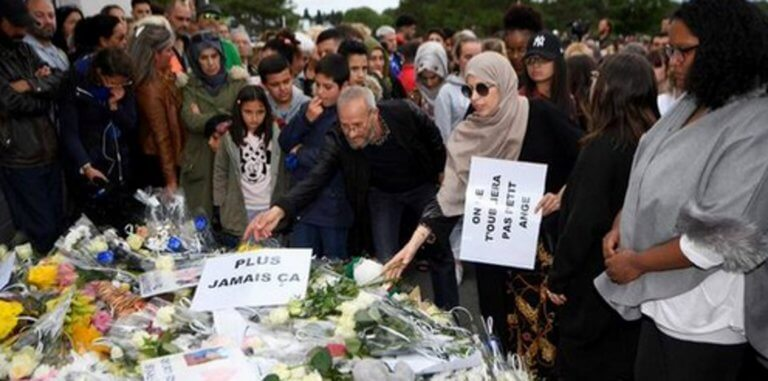 Γαλλία: Ρίγη συγκίνησης σε πορεία διαμαρτυρίας για παιδάκι που σκότωσε ασυνείδητος οδηγός!