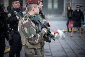 Γαλλία: Εντοπίστηκαν 31 Πακιστανοί κρυμμένοι μέσα σε φορτηγό