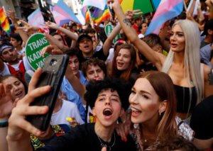 Κωνσταντινούπολη: Αστυνομική βία στην πορεία των ακτιβιστών της ΛΟΑΤ κοινότητας!
