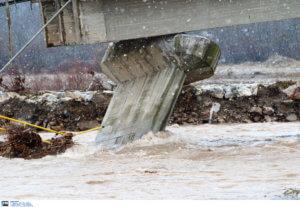 Αποκαθίστανται τρεις παλαιές γέφυρες στον Πηνειό ποταμό