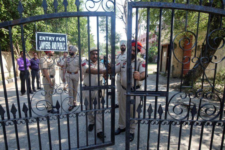 """Ινδία: Ισόβια στα τρία """"τέρατα"""" που βίασαν και στο τέλος σκότωσαν 8χρονο κοριτσάκι!"""