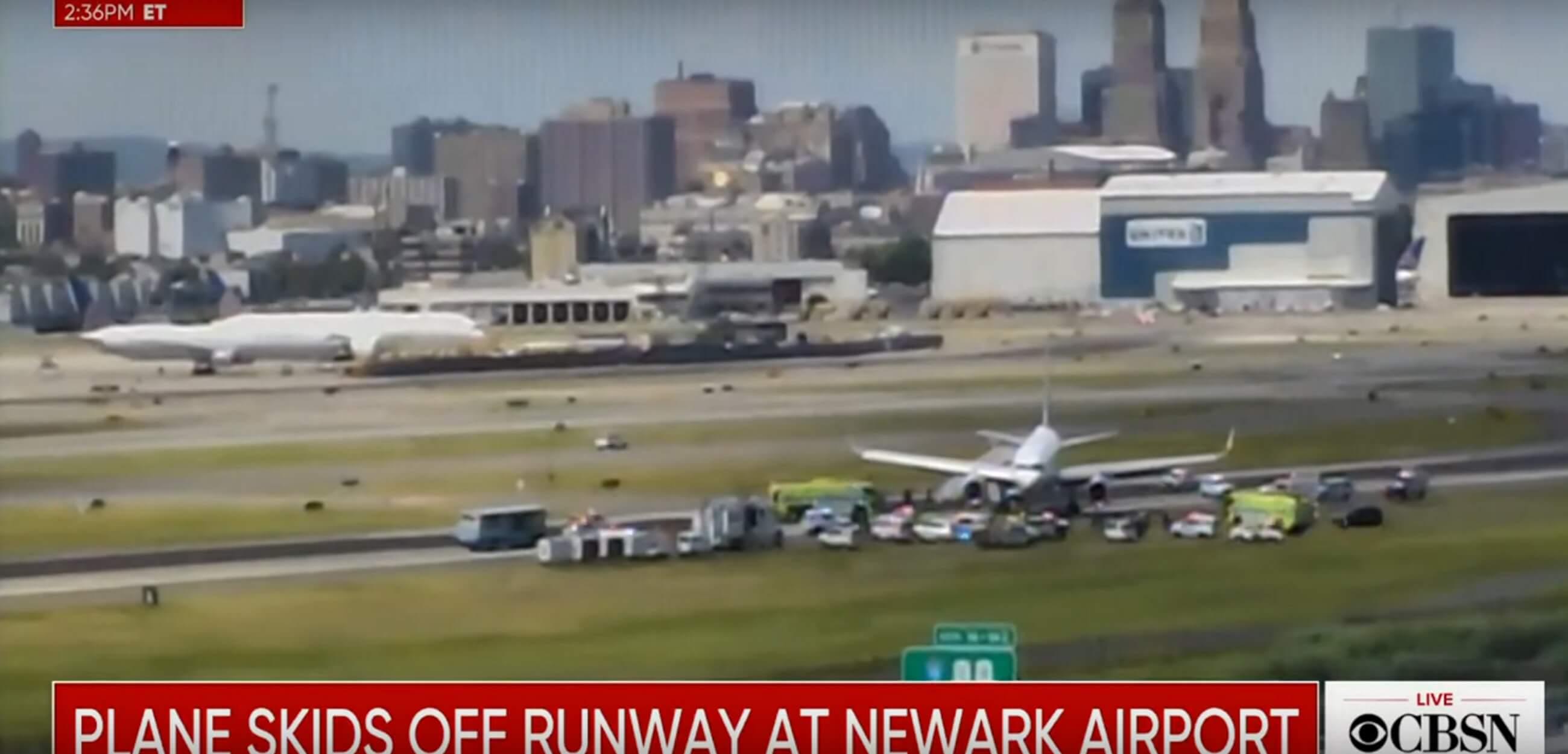 Νέα Υόρκη: Συναγερμός στο αεροδρόμιο του Νιούαρκ - Έκλεισε όταν αεροσκάφος βγήκε εκτός πίστας! Video