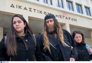 Βαγγέλης Γιακουμάκης: Οργισμένοι οι γονείς του – «Δεν είναι η φωνή του στο βίντεο»