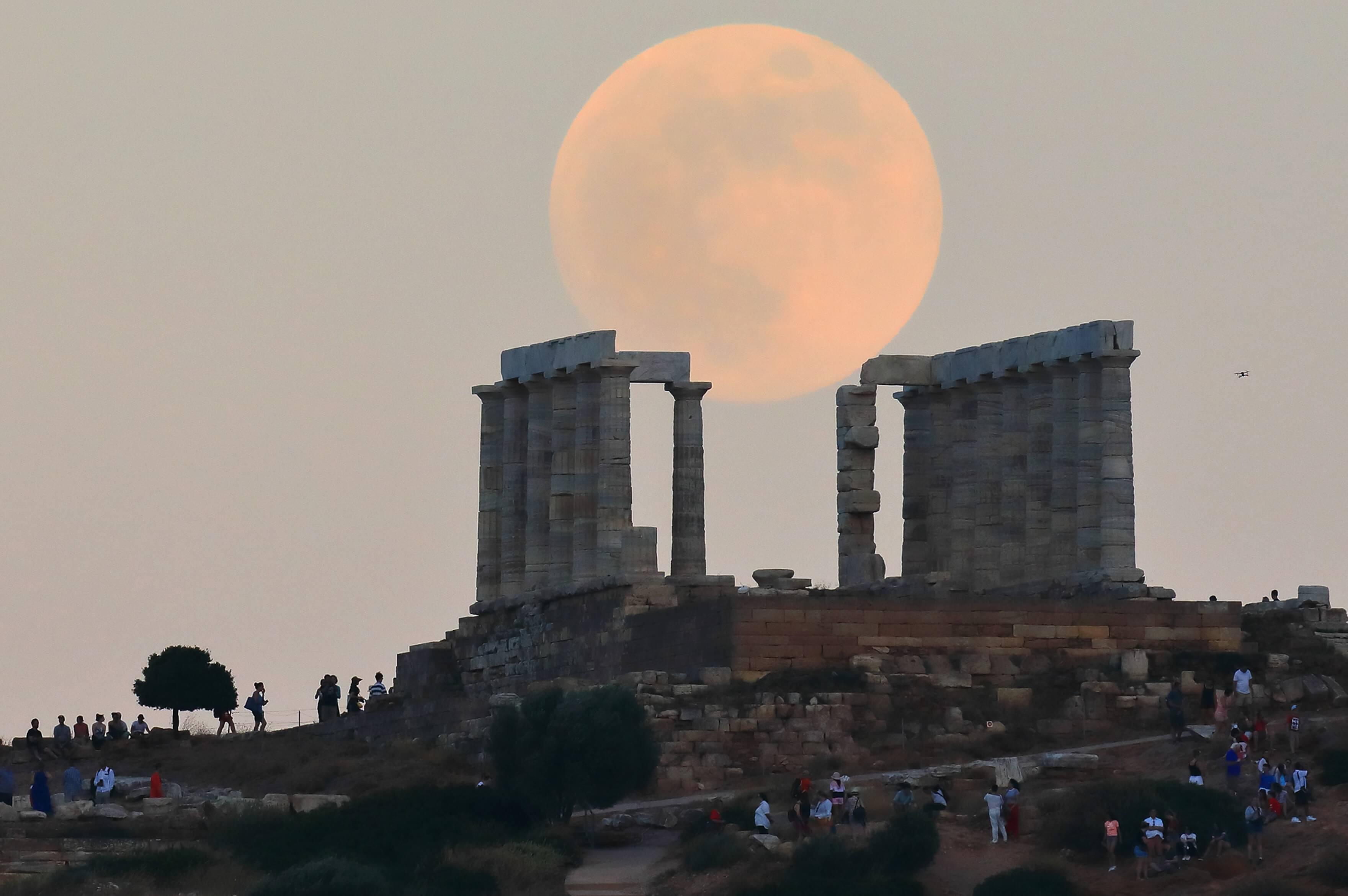"""Πανσέληνος Αυγούστου 2020: Κάστρο Μελιβοίας με την παράσταση """"Τα Αγάλματα Περιμένουν"""""""