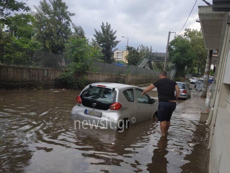 Καιρός: «Πνίγηκαν» Ριζούπολη, Περισσός – «Ποτάμια» οι δρόμοι από την ισχυρή βροχόπτωση!