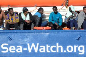 Μπλοκαρισμένο στη Λαμπεντούζα παραμένει το Sea-Watch
