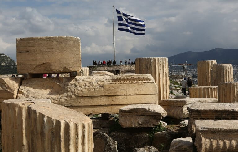 Οι συμβολισμοί και οι περιπέτειες της ελληνικής σημαίας