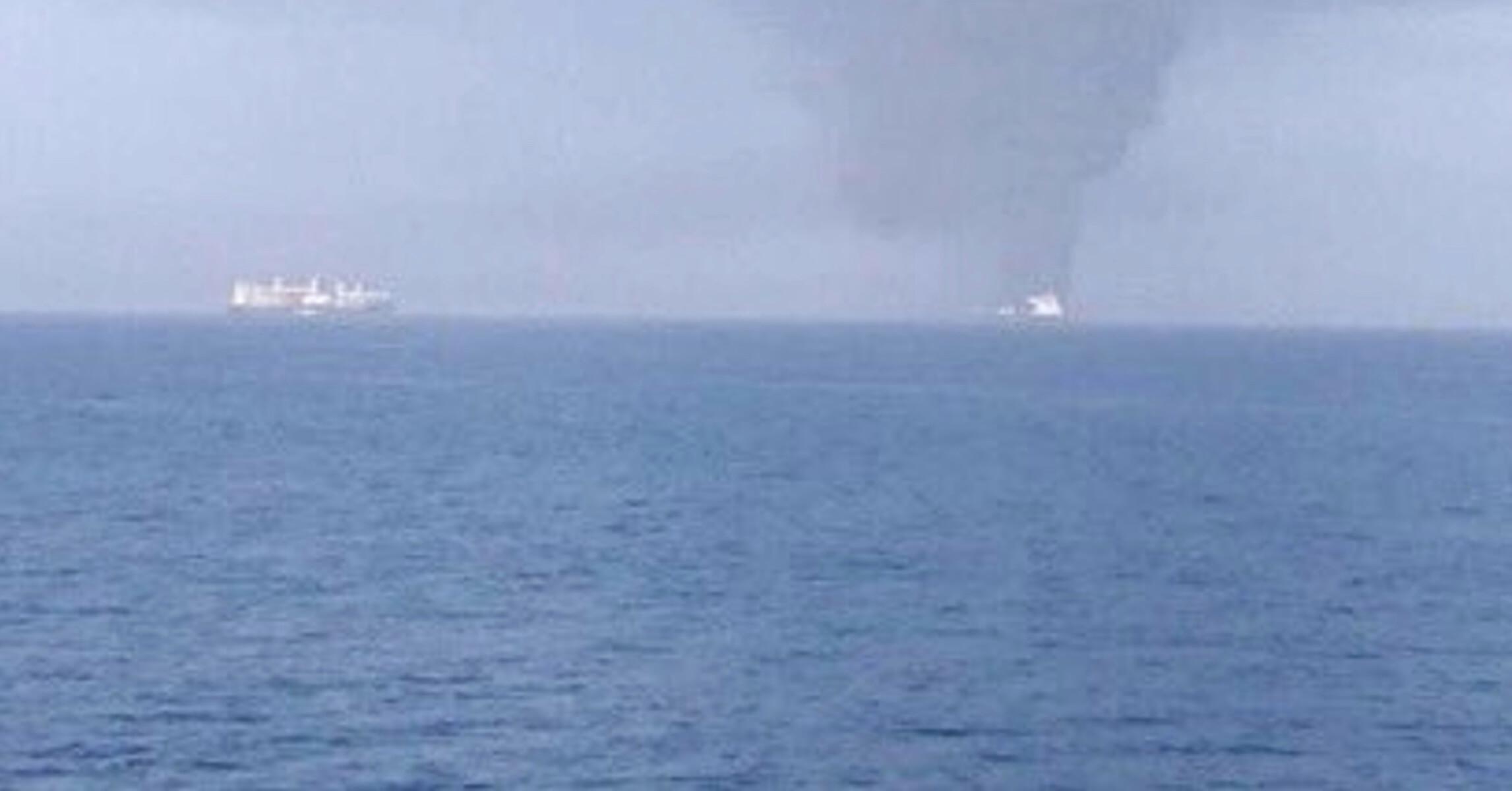 Παγκόσμιος συναγερμός! Επίθεση με τορπίλη δέχθηκε το ένα από τα δυο τάνκερ στον Κόλπο του Ομάν! Εκκενώθηκαν τα πλοία